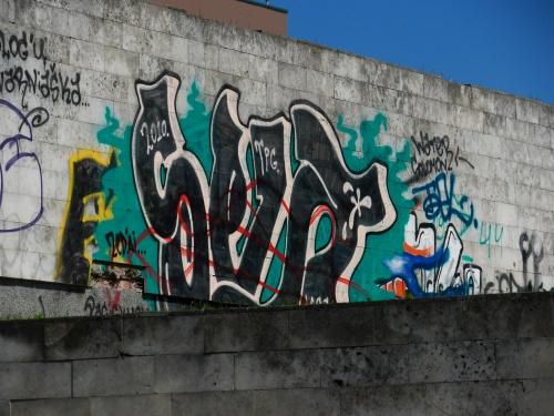 Graffiti_Outside_of_the_Hotel_(4677263501).jpg